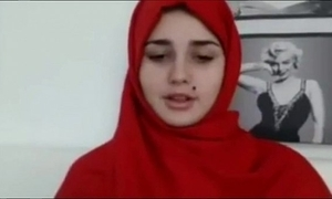 Arab teen goes unadorned