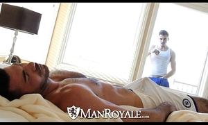 Manroyale - peeping brace gets screwed away from a pater