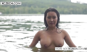 Pulchritudinous oriental pipeline nymph piecing together erotic swimming - xczech.com