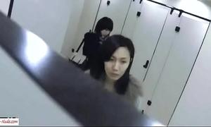 Chinese girl toilet shanghai metro municipality 1