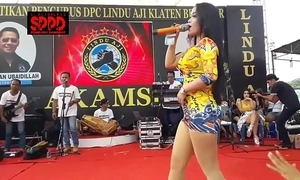 Indonesian erotic dance - taking sintya riske reprobate dance on the top of maturity