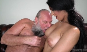 Enticing abstruse fro fat naturals copulates an paterfamilias
