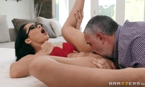 Russian MILF grinds her cookie greater than a big soreness blarney